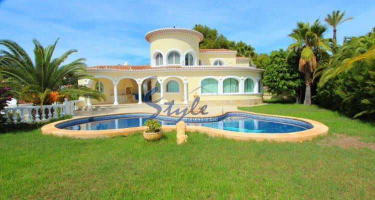 Luxury villa with private pool for sale in Benissa 301-1